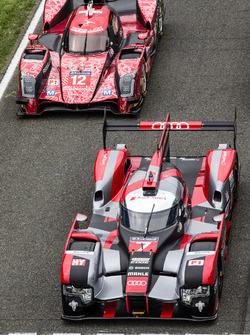 La sesión de fotos tradicional de los autos de Le Mans: #7 Audi Sport Team Joest Audi R18 y #13 Rebe