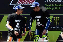 Valentino Rossi, Yamaha Factory Racing; Marc Marquez, Repsol Honda Team, talking