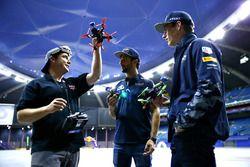 Max Verstappen, Red Bull Racing y Daniel Ricciardo, Red Bull Racing hablan acerca de la carrera de d