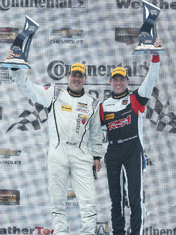 ST Podio: ganadores de la carrera #17 RS1 Porsche Cayman: Nick Galante, Spencer Pumpelly