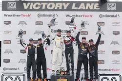 ST podio: ganadores #17 RS1 Porsche Cayman: Nick Galante, Spencer Pumpelly