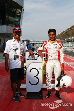 Tercero, Akash Gowda
