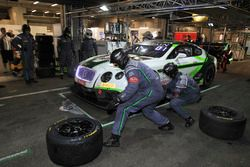 Pit stop #8 Bentley Team M-Sport, Bentley Continental GT3: Andy Soucek, Wolfgang Reip, Maxime Soulet