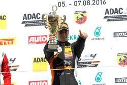 Podio: ganador de la carrera Joseph Mawson, Van Amersfoort Racing
