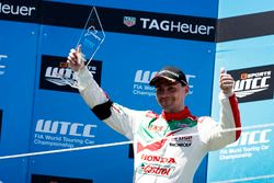 Podium Course 2: le deuxième Norbert Michelisz, Honda Racing Team JAS, Honda Civic WTCC