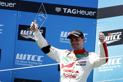 Podium Race 2: tweede plaats Norbert Michelisz, Honda Racing Team JAS, Honda Civic WTCC
