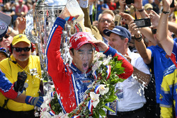 Winner Takuma Sato, Andretti Autosport Honda with the milk