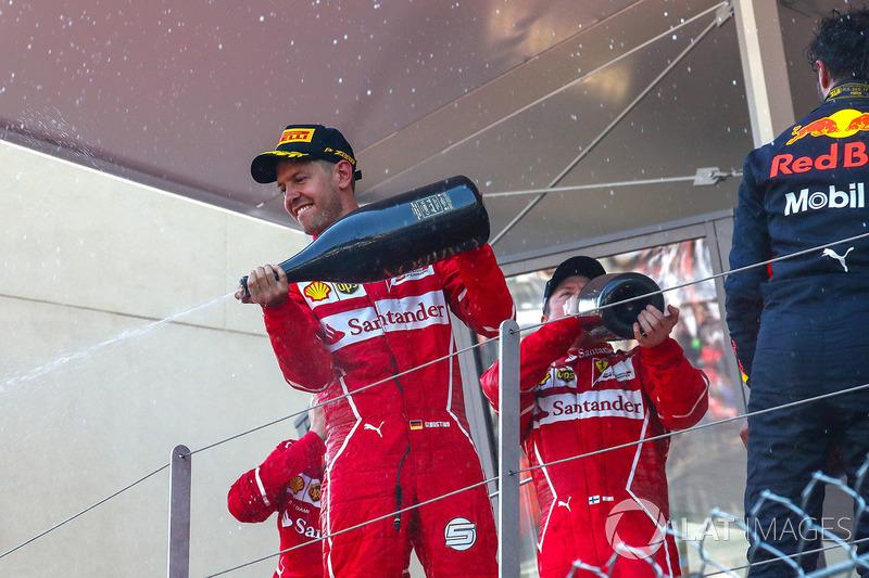Yarış galibi Sebastian Vettel, Ferrari, Kimi Raikkonen, Ferrari ve Daniel Ricciardo, Red Bull Racing