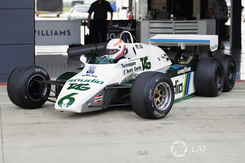 Marin Brundle tests the six-wheeled FW08