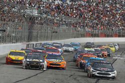 Start: Kevin Harvick, Stewart-Haas Racing Ford, and Ryan Newman, Richard Childress Racing Chevrolet, lead the field