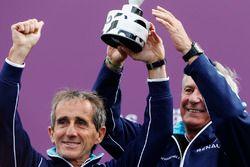 Alain Prost et Jean Paul Driot célèbrent la victoire