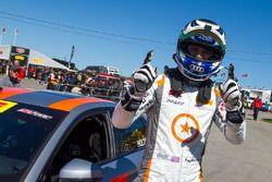 Il vincitore della gara Paul Holton, C360R