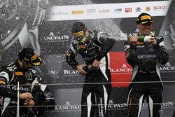Podium: les vainqueurs #63 GRT Grasser Racing Team, Lamborghini Huracan GT3: Mirko Bortolotti, Christian Engelhart, Andrea Caldarelli