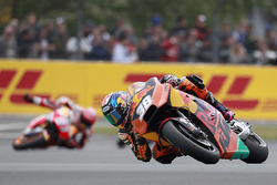 Bradley Smith, Red Bull KTM Factory Racing ahead of Marc Marquez, Repsol Honda Team crash