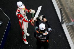 Podio Rookie: Mick Schumacher, Prema Powerteam, Dallara F317 - Mercedes-Benz, Joey Mawson, Van Amers