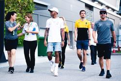 Lewis Hamiltoon, Mercedes AMG F1, Jolyon Palmer, Renault Sport F1 Team, und Fernando Alonso, McLaren