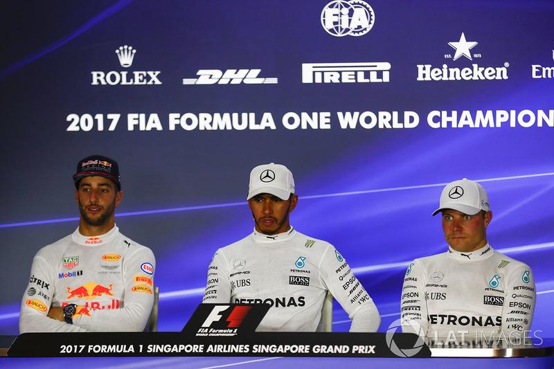 Conferenza stampa: il vincitore della gara Lewis Hamilton, Mercedes AMG F1, il secondo classificato Daniel Ricciardo, Red Bull Racing, il terzo classificato Valtteri Bottas, Mercedes AMG F1