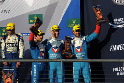 Podio LMP2: al terzo posto Julien Canal, Bruno Senna, Nicolas Prost, Vaillante Rebellion