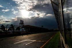Threatening weather in the middle of Qualifying