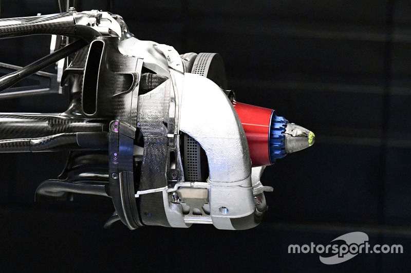 Mercedes W08 disc brake detail