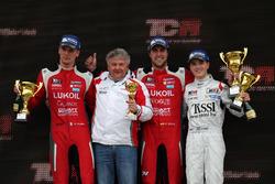 Podium: le vainqueur Pepe Oriola, Lukoil Craft-Bamboo Racing, SEAT León TCR, le deuxième Hugo Valente, Lukoil Craft-Bamboo Racing, SEAT León TCR, le troisième Attila Tassi, M1RA, Honda Civic TCR