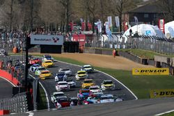 Start: Colin Turkington, Team BMW BMW 125i M Sport, Matt Neal, Halfords Yuasa Racing Honda Civic Typ