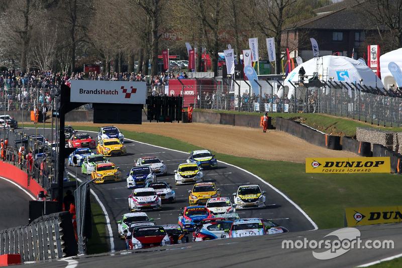 Start: Colin Turkington, Team BMW, BMW 125i M Sport; Matt Neal, Halfords Yuasa Racing, Honda Civic Type R