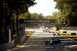 Lewis Hamilton, Mercedes AMG F1 W08, au départ