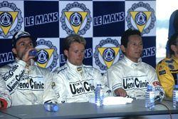 Ganadores de la carrera J.J. Lehto, Yannick Dalmas, Masanori Sekiya
