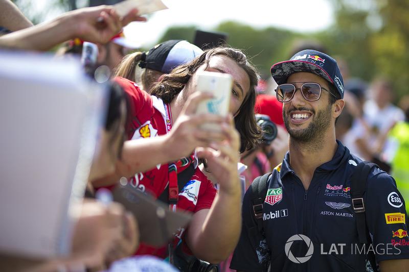 Daniel Ricciardo, Red Bull Racing poses for a selfie photo, the fans