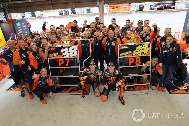 Гонщики Red Bull KTM Factory Racing Брэдли Смит и Пол Эспаргаро