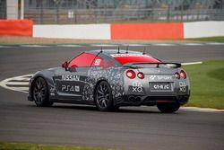 Dünyanın ilk oyun konsolu ile kontrol edilen Nissan GT-R'ı