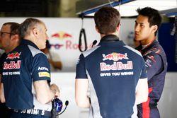 Franz Tost, Team Principal, Scuderia Toro Rosso, with Sean Gelael, Scuderia Toro Rosso in the garage
