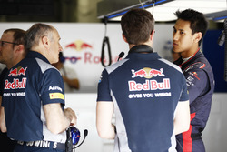 Franz Tost, Team Principal, Scuderia Toro Rosso, with Sean Gelael, Scuderia Toro Rosso in the garage