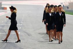 Por primera vez hay chicas de la parrilla en Bahrein