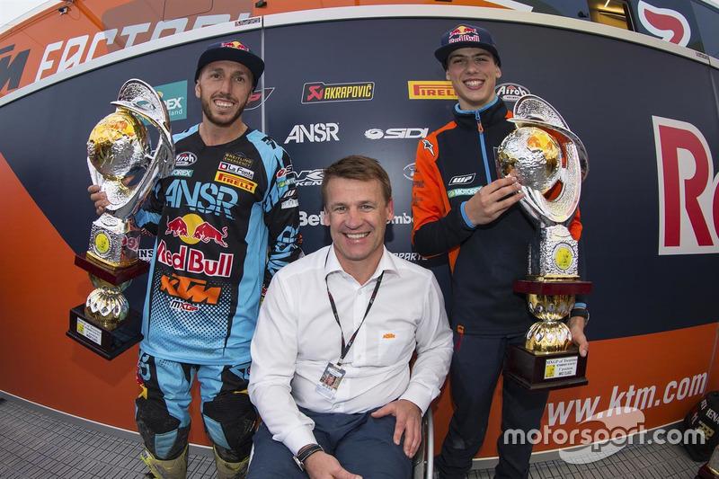 Tony Cairoli, Pit Beirer (KTM Head of Motorsports and Racing), Jorge Prado
