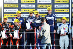 Podium: race winners William Owen, Hugo de Sadeleer, Filipe Albuquerque, United Autosports