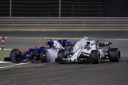 Lance Stroll, Williams FW40, Carlos Sainz Jr., Toro Rosso STR12, collide