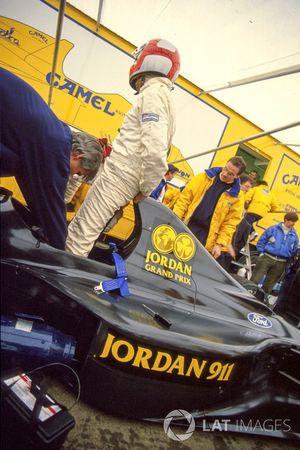 John Watson prueba el Jordan 911 pero luego fue cambiado más adelante a 191