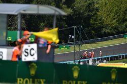 Drapeau jaune pour l'abandon de Daniel Ricciardo, Red Bull Racing RB13