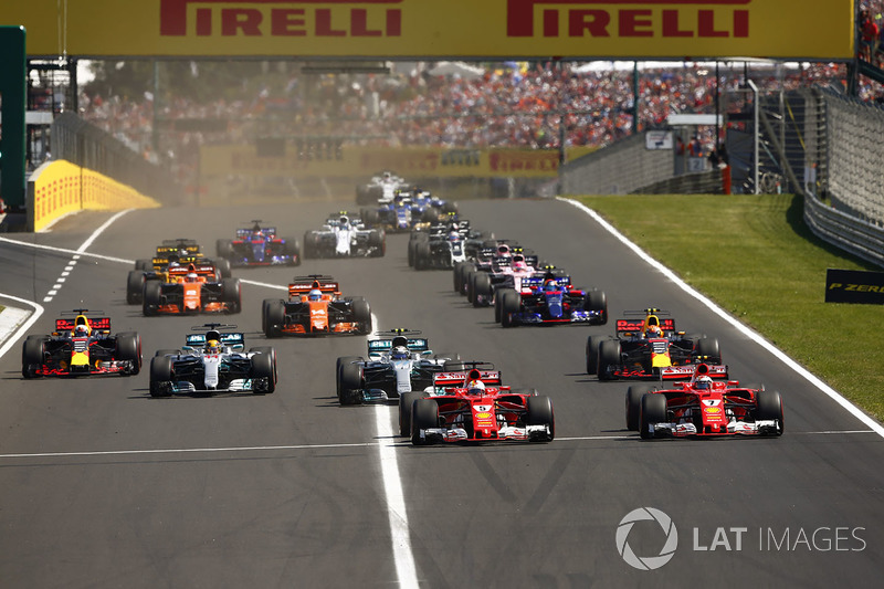 Sebastian Vettel, Ferrari SF70H, Kimi Raikkonen, Ferrari SF70H, Valtteri Bottas, Mercedes AMG F1 W08, Lewis Hamilton, Mercedes AMG F1 W08, Max Verstappen, Red Bull Racing RB13 e Daniel Ricciardo, Red Bull Racing RB13 alla partenza
