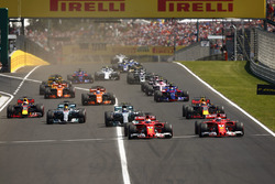 Sebastian Vettel, Ferrari SF70H, Kimi Raikkonen, Ferrari SF70H, Valtteri Bottas, Mercedes AMG F1 W08, Lewis Hamilton, Mercedes AMG F1 W08, Max Verstappen, Red Bull Racing RB13 and Daniel Ricciardo, Red Bull Racing RB13 at the start