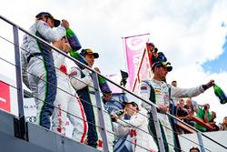 Podium: Race winnaar #25 Audi Sport Team Sainteloc Racing Audi R8 LMS: Markus Winkelhock, Christophe