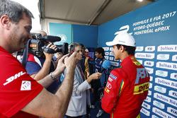 Lucas di Grassi, ABT Schaeffler Audi Sport, parle aux médias après avoir signé la pole position
