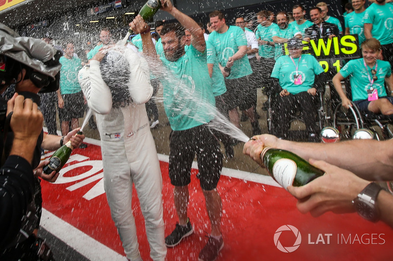 Lewis Hamilton, Mercedes AMG F1 celebrates, champagne and the trophies with Billy Monger and the team