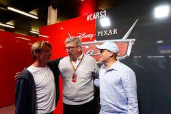 Ross Brawn, Director General de Motorsports, FOM y Actor Woody Harrelson en e garaje promocional de