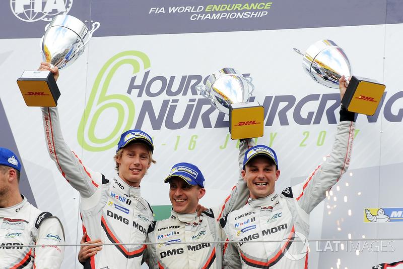 Podio LMP1: i vincitori della gara Timo Bernhard, Earl Bamber, Brendon Hartley, Porsche Team