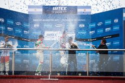 Podium: winner Norbert Michelisz, Honda Racing Team JAS, second place Tiago Monteiro, Honda Racing T
