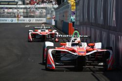 Felix Rosenqvist, Mahindra Racing, leidt voor Nick Heidfeld, Mahindra Racing