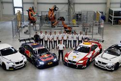 BMW-Sportchef Jens Marquardt und seine Piloten mit den Fahrzeugen BMW M235i R, BMW M4 DTM, BMW M6 GT
